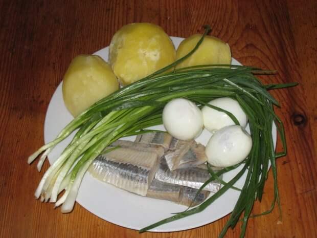 Салат с сельдью и картошкой