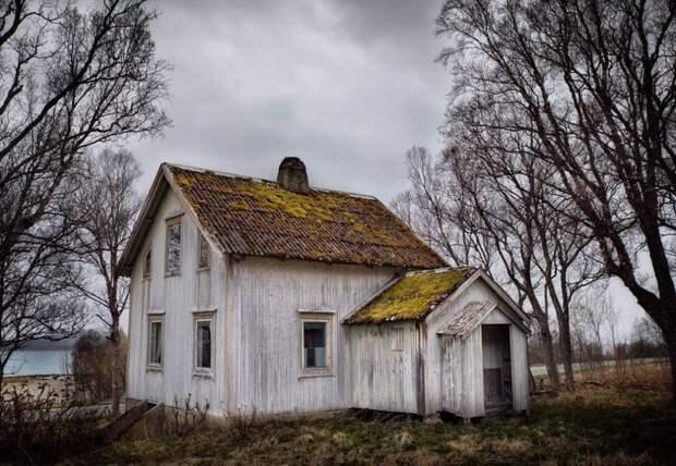 zabroshennye-udalennye-doma-za-severnym-polyarnym-krugom-fotograf-Britt-Mari-Bay_23
