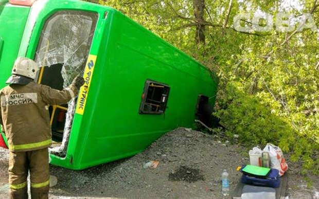 В Екатеринбурге перевернулся автобус. Пострадали 24 человека