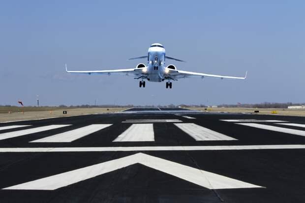 В Лос-Анджелесе пассажир самолета выпрыгнул из салона перед взлетом