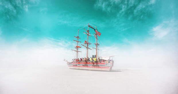 Наполненные сюрреализмом фотографии с Burning Man 2015
