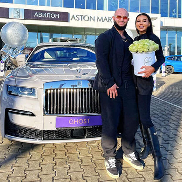 """""""На просто так"""": Джиган подарил Оксане Самойловой автомобиль стоимостью более 30 миллионов рублей"""