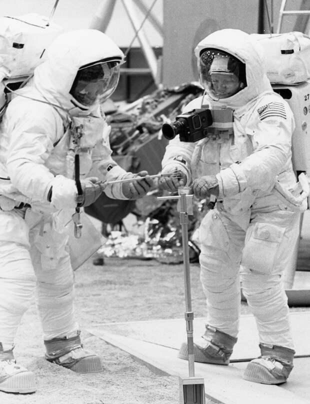 1969. Тренировочные упражнения по работе на поверхности Луны