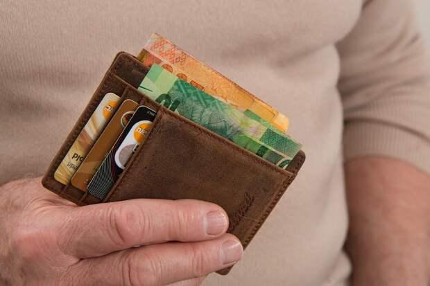 Сотрудницу приморского банка уличили в краже денег пенсионеров