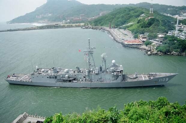 """Минобороны Китая заявляет о """"неизбежной войне"""" в случае объявления независимости Тайваня"""