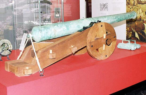 Испанское орудие на корабельном лафете 1580‑х годов. Подобные установки применялись на военных флотах Средиземноморья уже в первой четверти XVI века - Превеза: «во всех отрядах поднялся ропот против генуэзца» | Warspot.ru