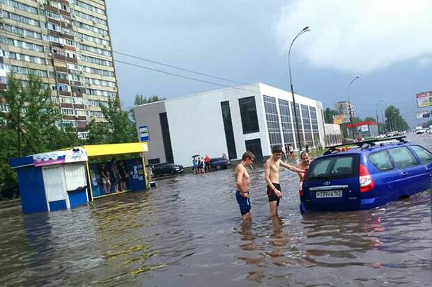 01-07-2015-zatopilo-dozhd-grad-groza-molniia-10