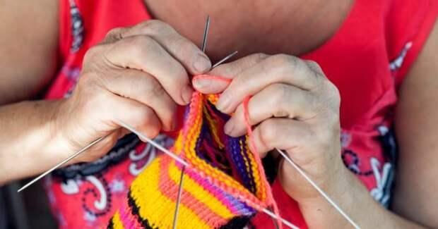 Узор «эстонская спираль», чтобы связать носки в подарок