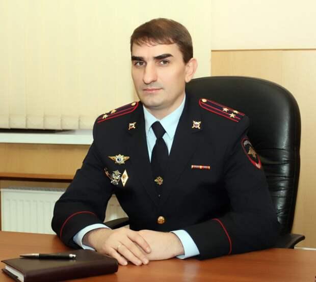 Как не стать жертвой мошенничеств с банковскими картами, рассказал начальник линейного отдела на водном транспорте, полковник полиции Александр Караваев