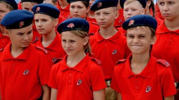 Севастопольские школьники вступили в ряды «Юнармии»