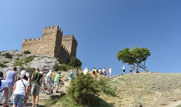 В июле Крым посетили более 1,4 миллиона туристов