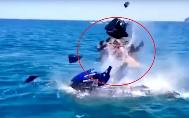 Под ребёнком в Чёрном море взорвался гидроцикл (ВИДЕО)