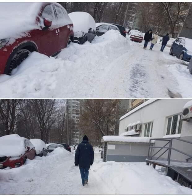 На Печорской трактор засыпал припаркованные машины снегом