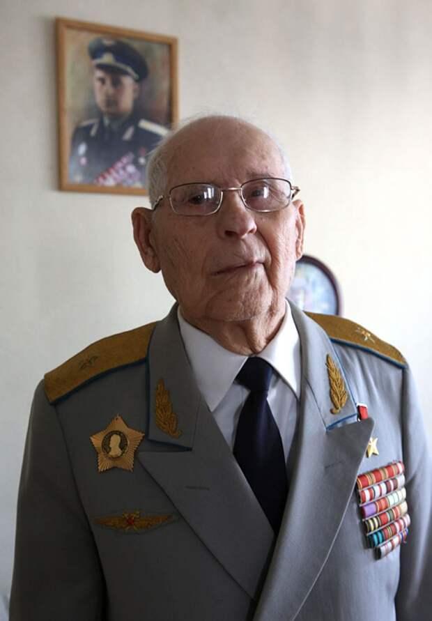 Николай Жуган - Герой Советского Союза, генерал-майор в отставке.