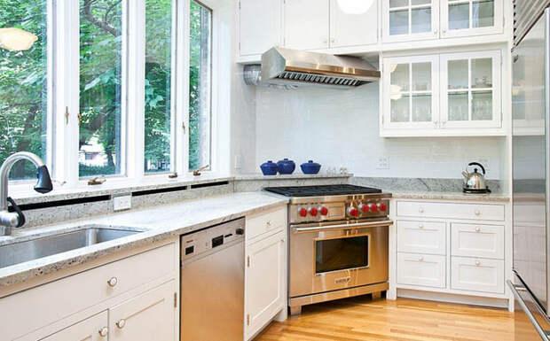 Угловая плита на узкой кухне