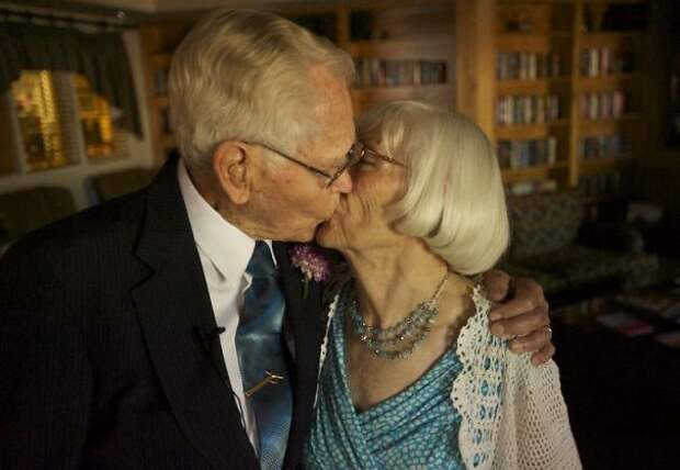 Джон Дейрваардер, 97, Лаунсфорд, 78. Оба овдовели за пять месяцев до этого бракосочетания