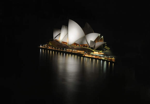 Сиднейский оперный театр ночью