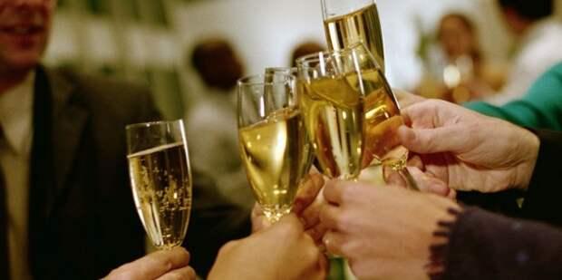 В России хотят отменить новогодние каникулы и майские праздники