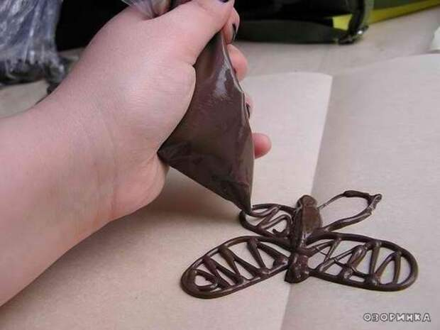 рисуем шоколадную бабочку