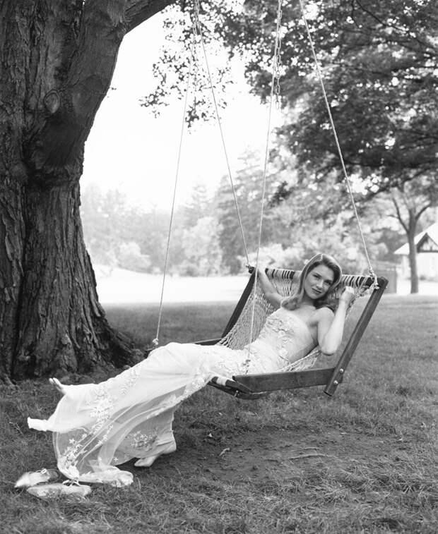 Рене Зеллвегер (Renee Zellweger) в фотосессии Стивена Майзела (Steven Meisel) (1998), фото 3
