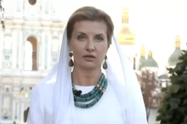 Парашенки поздравили украинских журналистов с днем защитника диванных войск