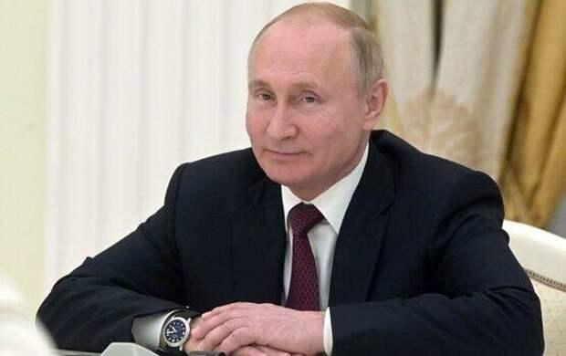 Владимир Путин одобрил автомобильные наклейки к Дню Победы