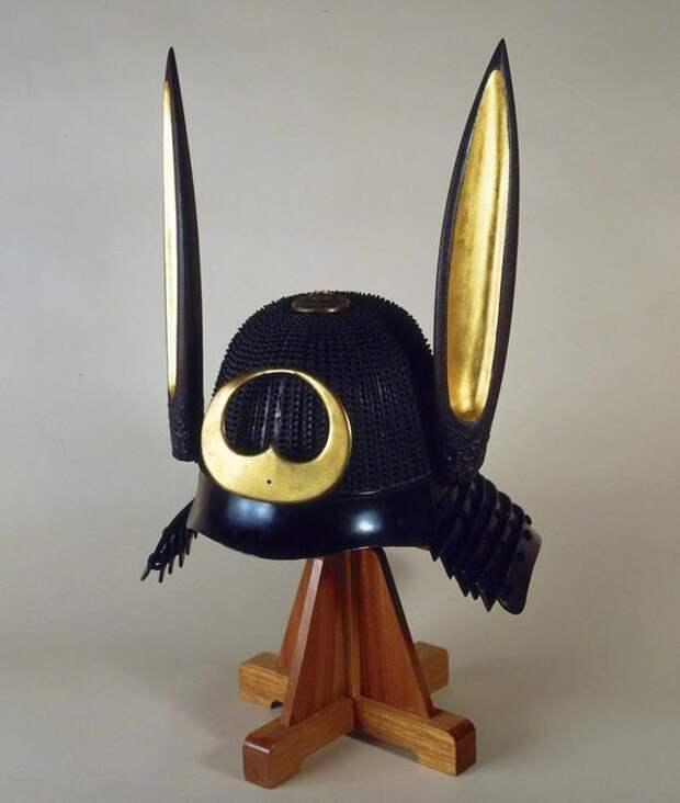 Самурайский шлем с кроличьими ушами.