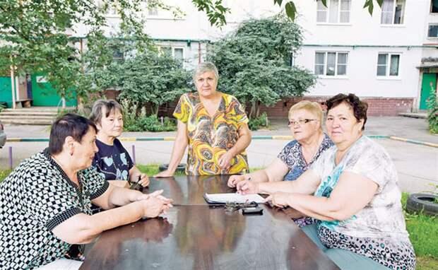 В Совфеде предложили повысить пенсии старшим по дому