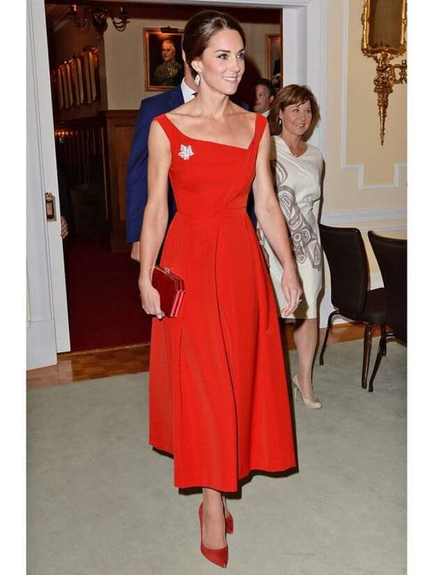 Такое разное красное платье: 20 волшебных образов со вкусом