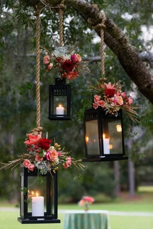 Красивые подсвечники в саду добавят нотку романтичности в любую обстановку. /Фото: img-21.ccm2.net