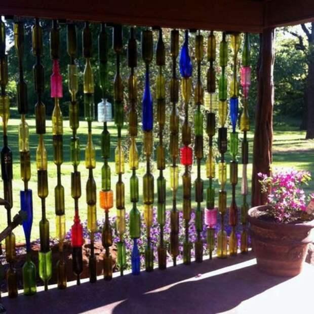 Спрячьтесь от солнца за занавеской из пластмассовых бутылок.