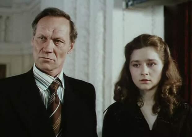 Кадр из фильма *Белые одежды*, 1992 | Фото: kino-teatr.ru