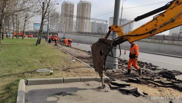 На Ярославке начались работы по замене асфальта на тротуарах