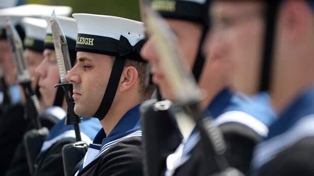 Британцы посоветовали своим морякам захватить ведра для похода в Черное море
