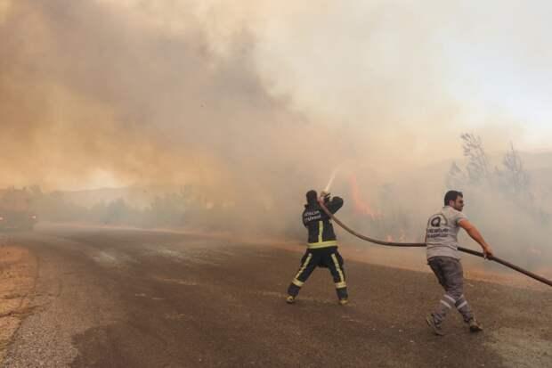 Непрекращающиеся пожары: как Турция продолжает бороться с огнем