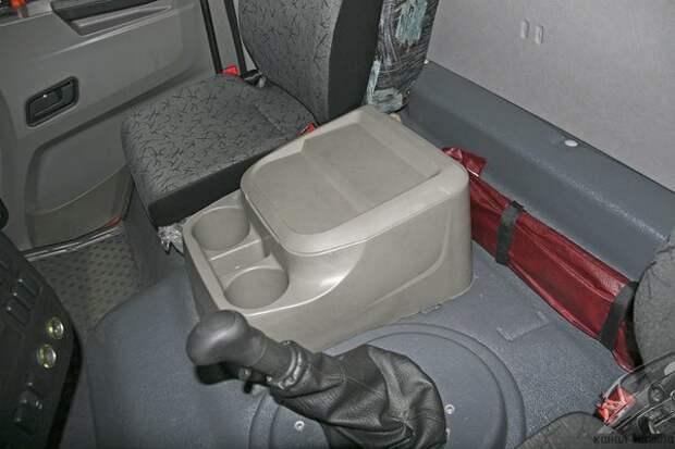"""Полностью переделан пластиковый бокс-""""бардачок"""" между сидений со встроенными подстаканниками: авто, автомобилестроение, камаз, факты"""
