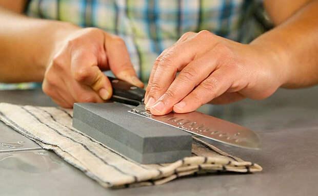 Точим кухонные ножи по совету кузнеца-ножедела. Соблюдаем давление в 3 кг и ставим угол 15 градусов
