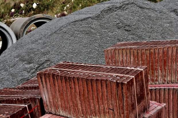 Дворники убрали строительный мусор со Скаковой — «Жилищник»