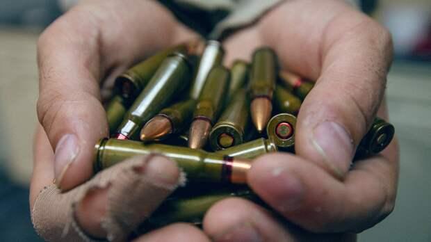 На набережной в Петербурге нашли около сотни патронов разных калибров