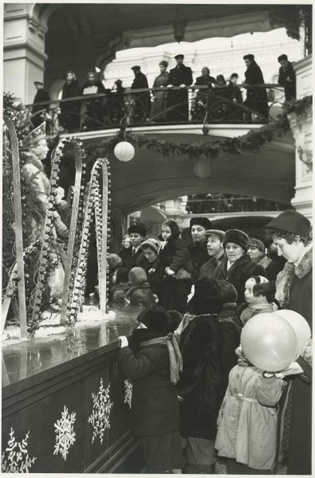 Как выглядели советские магазины перед Новым Годом (ФОТО)