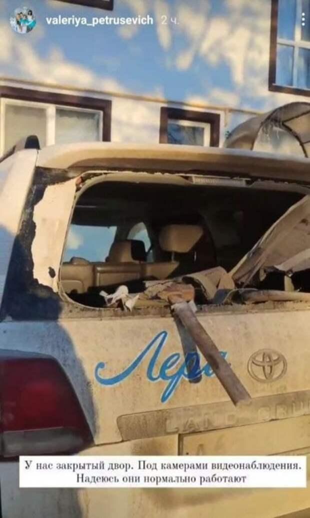 Машину волонтера разбили молотком после публикации о медицине в Крыму