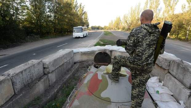 """Автобус с активистами """"Правого сектора"""" расстреляли на въезде в Донецк"""