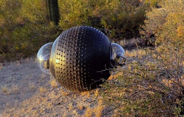 Шар-беспилотник GuardBot и по бездорожью пройдет, и по воде проплывет. /Фото: static.designboom.com