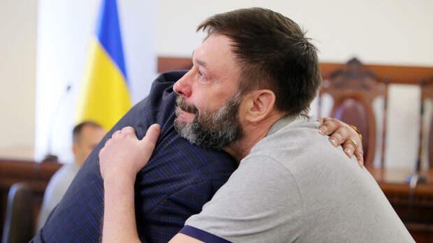 «Первый шаг на пути к справедливости»: суд в Киеве освободил Вышинского из-под стражи