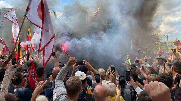 В Вильнюсе требуют отставки правительства