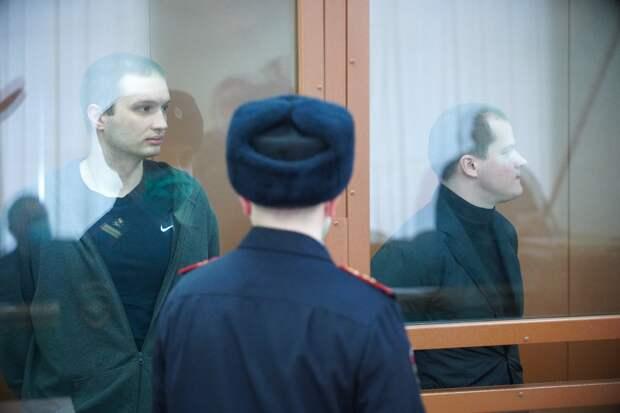 Двух бывших следователей ФСБ отправили в колонию за вымогательство $1 млн в биткойнах