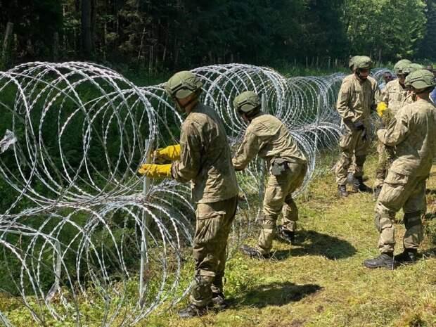 Контейнерный городок и поиск колючей проволоки: как Литва пытается справиться с наплывом мигрантов