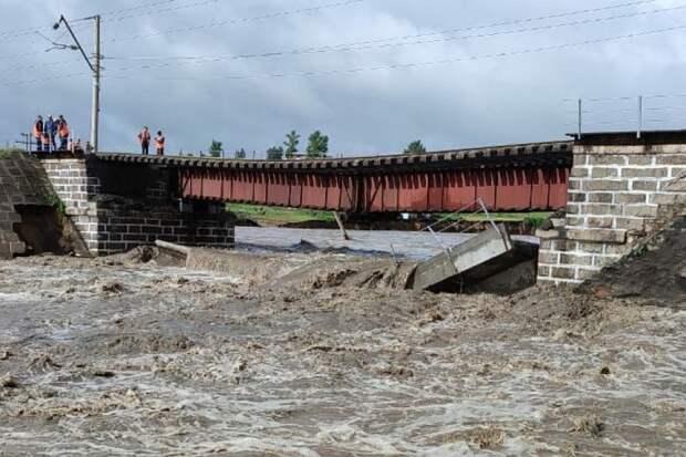 В Забайкалье восстановили первый пролет обрушившегося железнодорожного моста на Транссибе