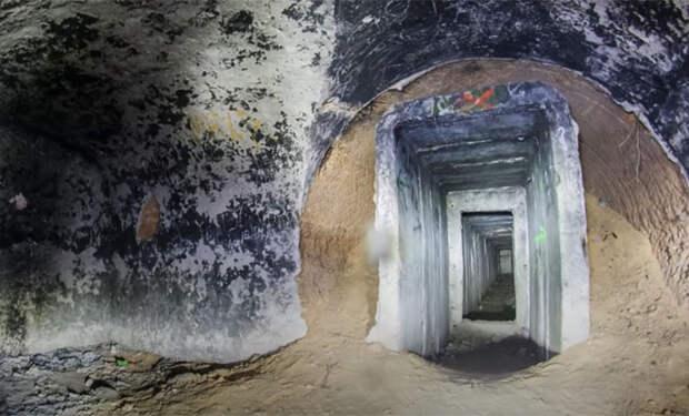 Подземный город под военной частью: мужчина с камерой спустился в сеть тоннелей