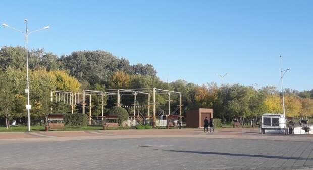 Мертвого льва закопали в Центральном парке Караганды